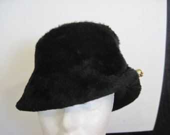 REDUCED: 1940's mouton hat with full black feather