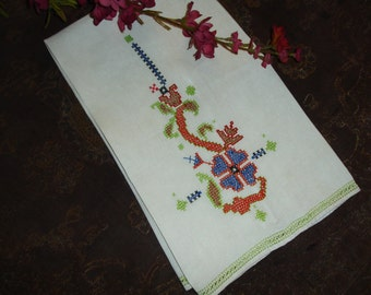 """Embroidered Guest Towel, Tea Towel, Hand embroidered, Linen Towel, Vintage Towel, hem stiching, 21x14"""""""