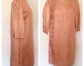 1960s Vintage Women's Pink & Gold Thread Shift Dress