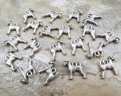 20 Pewter Airedale Terrier Dog Charms - 5506