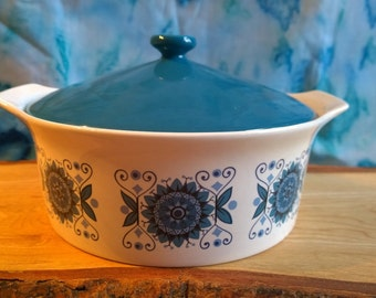 Johnsons Bros Engadine casserole dish with lid retro vintage (B)