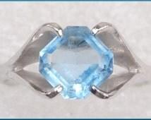 Vintage Blue Topaz Glass Silver Tone Signed 18 kt HGE ESPO Ladies Ring