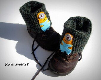 Knitted Boot Cuff Kids, Green Short Cable Knit Boot Cuffs, Short Leg Warmers. Bootsocks, legwear for kids with felt minions applique.