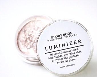 Luminizer and highlighting powder, all natural, vegan makeup.