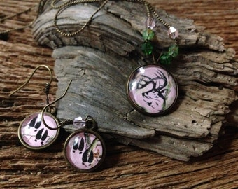 Whitetail deer buck necklace and deer track earrings set: pink camouflage deer jewelry, pink realtree with deer necklace, pink camouflage