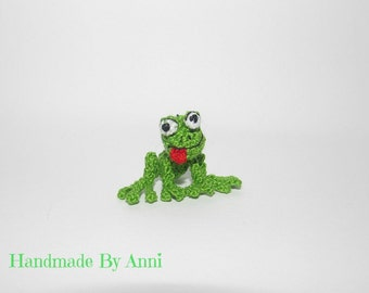 Green frog miniature frog dollhouse toys tiny crochet frog miniature handmade frog little froggy collectible frog toys miniature animal toy