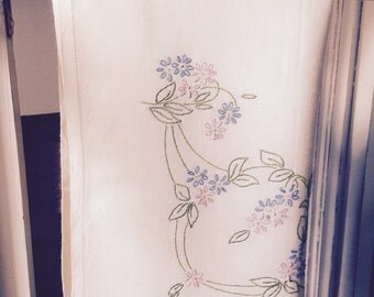 Vintage 1940s linen tablecloth with hand embroidery VTC47