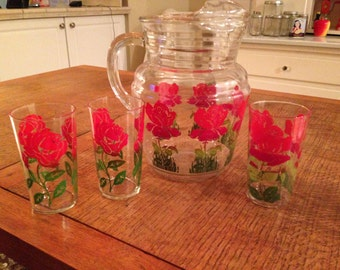 Glass pitcher from the 1950s with red roses and 3 drinking glasses with roses