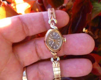 vintage ladies bulova watch, 17 jewel watch, swiss movement, gold tone watch