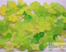 100pcs yellow green mix flower & leaf lucite beads jewellery making craft accessory diy materials mix lot acrylic fake flower sew on plastic