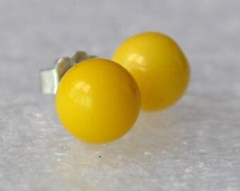 small yellow pearl earrings, 6mm yellow bead earring,round pearl yellow stud earrings,bridesmaid earrings,Yellow Glass Pearl earrings