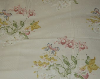 J P STEVENS, floral twin sheet set, flowers butterflies, pale lemon background, two sheets, two pillow cases, great condition
