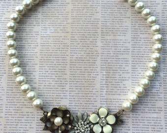 Romantic Floral Necklace with Creamy Glass Pearls
