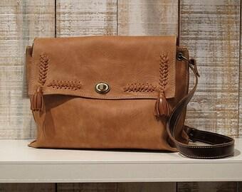 Medium size crossbody bag, caramel leather purse, tan leather bag, cross body caramel purse