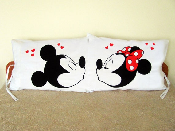 Mickey And Minnie Mouse Kiss Couple Pillow Cases For Pillows