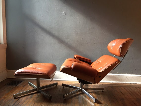 On hold eames lounge chair and ottoman italian by vintadelphia for Lounge chair replica erfahrungen