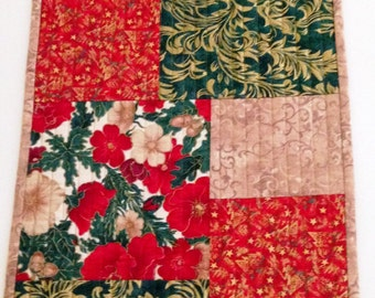 Christmas Quilted Table Runner in red and green,Christmas Table Cloth,Christmas Bureau Scarf,Quilted Christmas Table Topper,Quiltsy Handmade