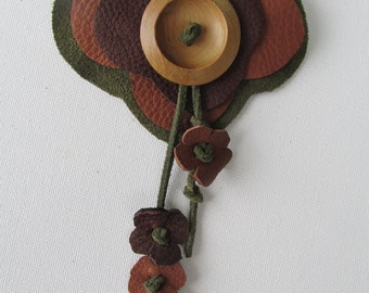 Groomsmens leather corsage, woodland wedding, rustic corsage, leather & wood boutonniere, Rustic wedding, quirky leather corsage, lapel pin