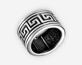 Meander ring in oxidized sterling silver, Olympia collection
