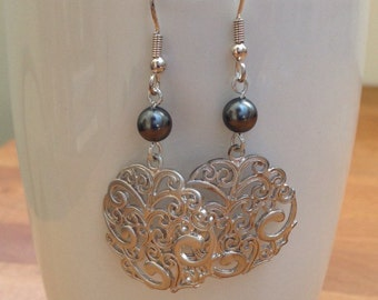 Round silver filigree and grey pearl earrings