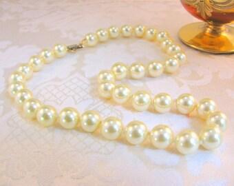 """Vintage Hobé 17"""" 10 mm. Majorca Pearl Choker Necklace, Mint"""