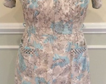 "Pretty Mid Century Dandelion Print House Dress 38""W"