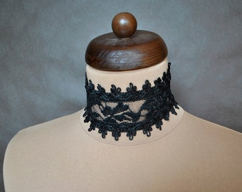 Elegant GOTHIC VAMPIRE Glamour CHOKER, necklace, black lace, tied on the backside with black ribbon