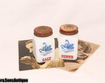Classic Salt & Pepper shakers! Milk Glass Sm