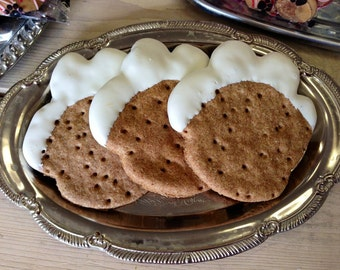 Snowy Paws Decorated Dog Treat Biscuits 4-Pack