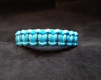 Paracord Breacelet Color is Turquoise Neon