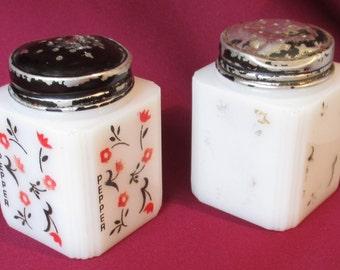 "McKee TIPP City Rangettes Chintz pattern 4 sided Salt and PEPPER Shakers red black Climbing Vine 3"" range USA milk glass milkglass square"
