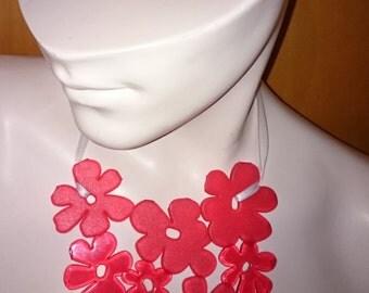 Necklace 'Fleur', Red