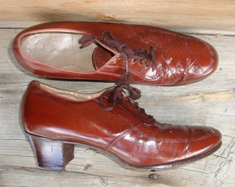 Vintage 1930's ~ 40's Women's Rust Leather Lace Up Oxford Shoes Art Deco Stitching - Size 8.5 AA