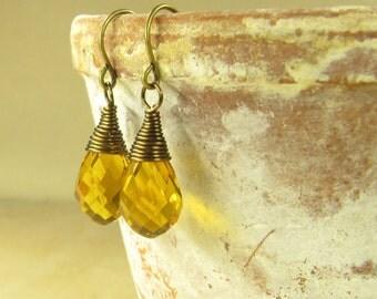 Earrings DROPLETS of honey, honey-hued earrings, earrings brass glass drops Briolettes honey, vintage style handmade