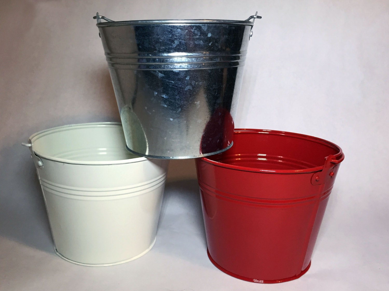 China manufacturing industries are full of strong and consistent tenbadownload.ga Elevator Manufacturer HDPE Plastic Elevator Buckets.