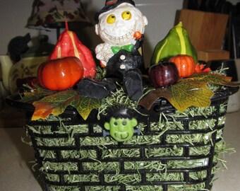 Halloween ghostly centerpiece