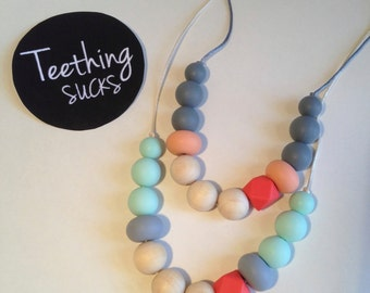 RaRa Necklace - 100% Non-Toxic - BPA free - Necklace - Silicon & Wood Beads