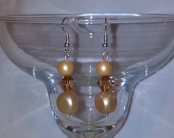 Light gold pearlish w/ brwn dangle earrings