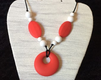 Necklace silicone/teething necklace - red circle