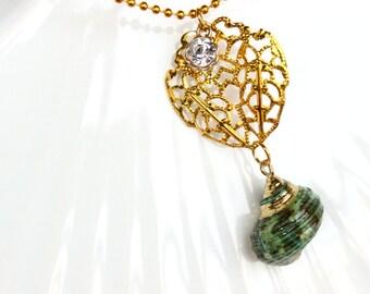 CLOE - Collana con vera conchiglia verde, filigrana dorata e brillantino