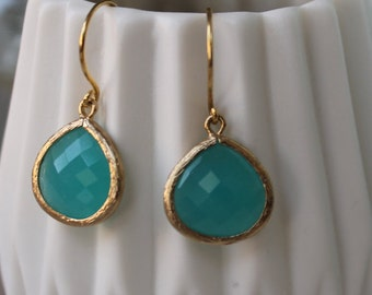 MINT-gold-colored earrings with sea-green glass pendant