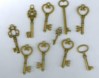 10 Antique Bronze Fancy Key Charms 816