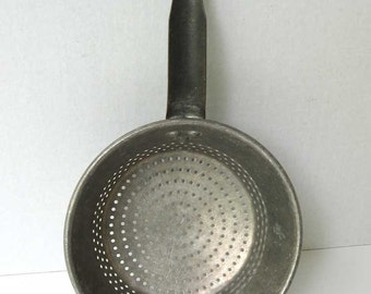 Vintage 1940's Wearever Aluminum Colander, Sieve or Strainer Pan w Long Handle and Hook for Bowl or Pot, Vintage Kitchen Cookware