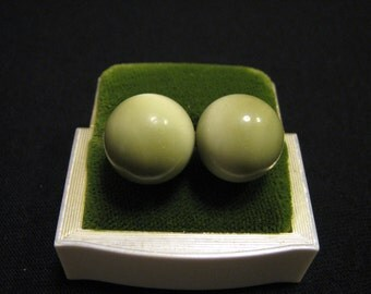 Vintage Round Pea Green Thermoset Moonglow Lucite Bubble Clip Earrings