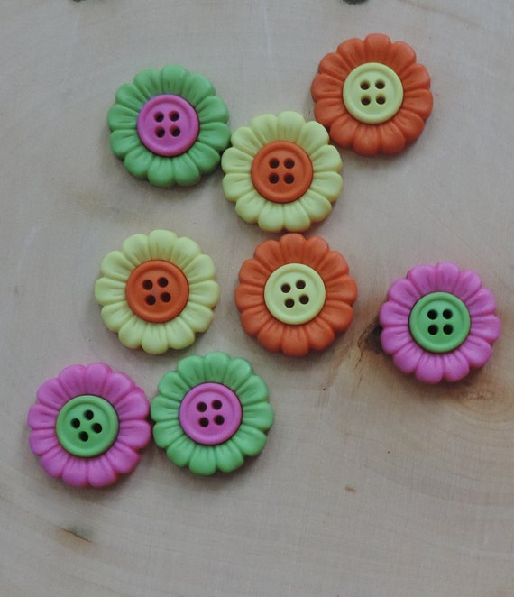 "Flower Buttons, Packaged Novelty Buttons, ""Beach Blooms""  by Dress It Up Jesse James, 4 Hole Buttons, Sewing, Crafting, Embellishments"