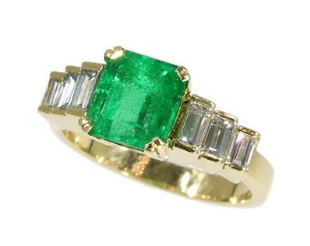 High quality Colombian emerald ring - French estate ring Emerald 2.34 ct baguette cut diamonds 0.56 ct - 1980 - 18 kt yellow gold