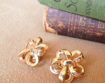 Vintage 70's Earrings, Gold Flower Ribbon Clip on Earrings,  Mid Century, Rockabilly, 50's Style, by Trifari