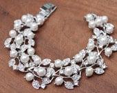 Bridal pearl and Swarovski crystal bracelet, Wedding bracelet,Pearl and crystal bracelet, Wedding Accessories, pearl bracelet