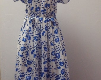 1960s to early 1970s Short Sleeve Vintage Dress, Floral Print,  Blue and white, Full Skirt, Size Large,  #53288