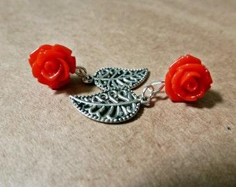 Red Rose Post Earrings - Stud Earrings with Silver Filigree Leaf - Plastic acrylic flower flat backs - sweet retro roses, rockabilly, pinup